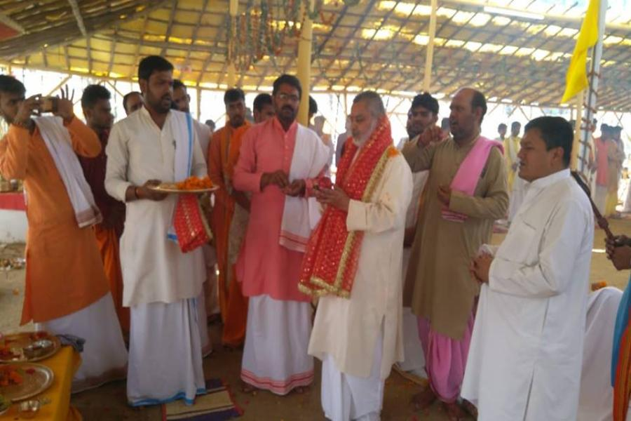 Aarti was performed by Brahmchari Girish ji on Shri Durgashtmi at Shri Sahasrachandi Mahayagya, Maharishi Ved Vigyan Vidyapeeth Bhopal