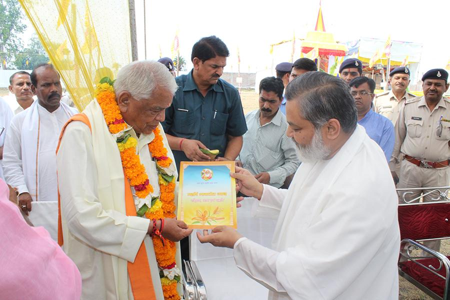 Hon'ble Shri Babulal Gaur Ji, Ex-Home Minister of Madhya Pradesh Government is receiving prasad and TM book from Brahmachari Girish Ji.
