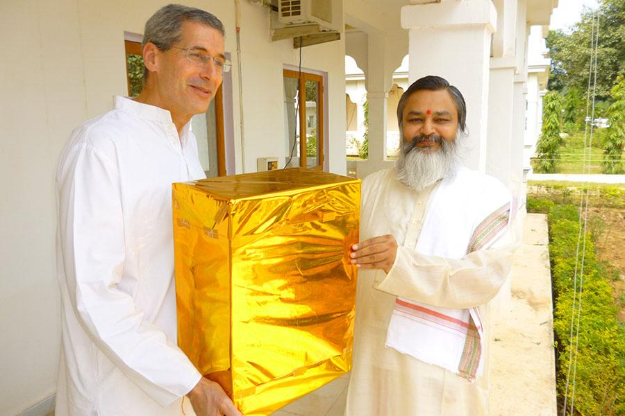 It was a joy for Brahmachari Girish Ji to greet Raja (Dr.) Harris Kaplan on Deepawali and present him a gift. Brahmsthan of India 2012
