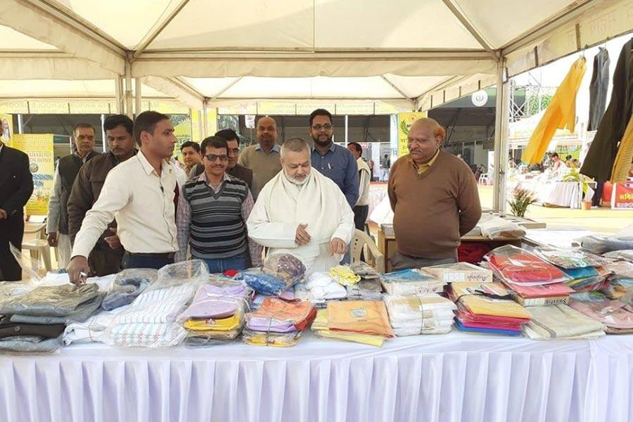 Brahmachari Girish Ji visited Van Mela Bhopal. Girish ji also visited other stalls and purchased some herbs and Ayurvedic Medicines.