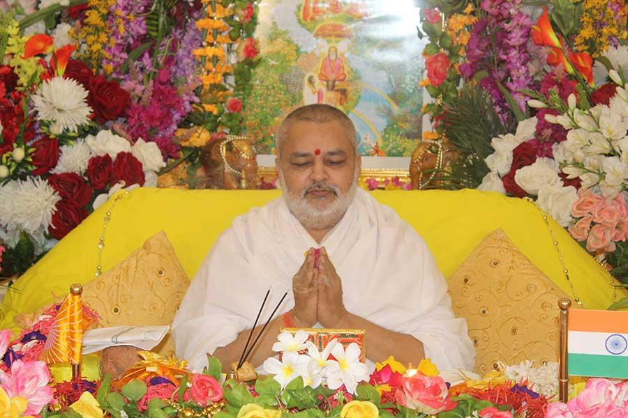 Brahmachari Girish Ji performing Guru Pujan on the auspicious occasion of Shri Gurupurnima Celebration on 5 July 2020.
