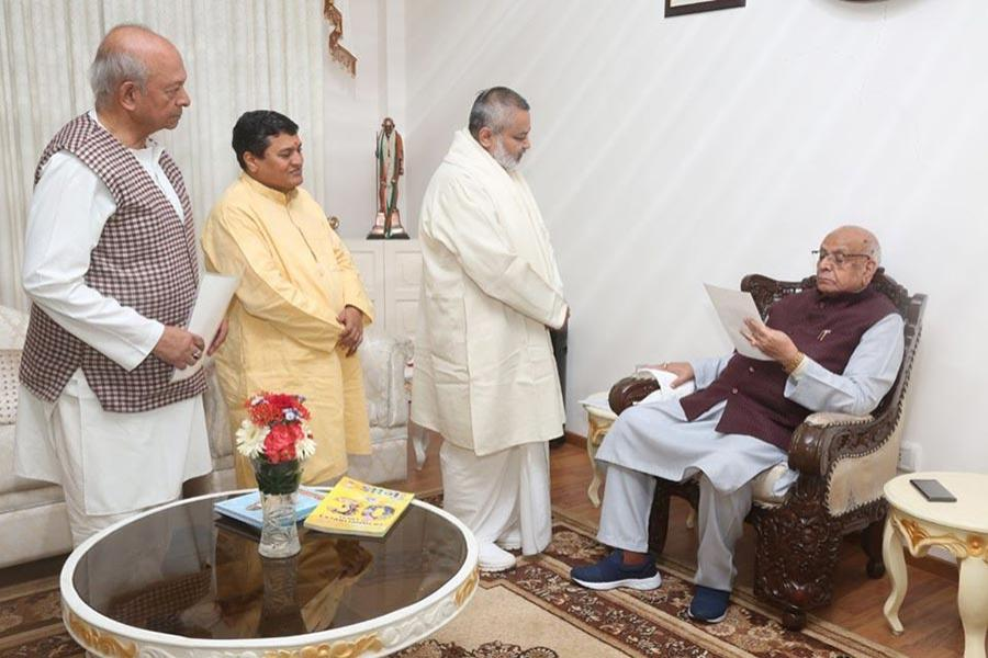 Brahmachari Girish Ji visited His Excellency The Governor of Madhya Pradesh, Shri Lalji Tondon ji and briefed him about all activities of Maharishi Organisation.
