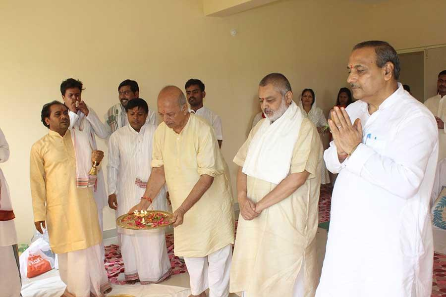 Newly constructed campus of Maharishi Institute of Skill Development and Training became ready to use. On the auspicious Monday of Shravan month, Chief Coordinator of MISDT Shri N.V.S. Tyagi and Shri V. R. Khare, Director Communication and Public Relations, Maharishi Vidya Mandir Schools Group have performed Grah Pravesh Ceremony on the campus. Teachers, staff, students of MISDT and family members, Maharishi Vidya Mandir schools group directors and guests were present on this occasion.