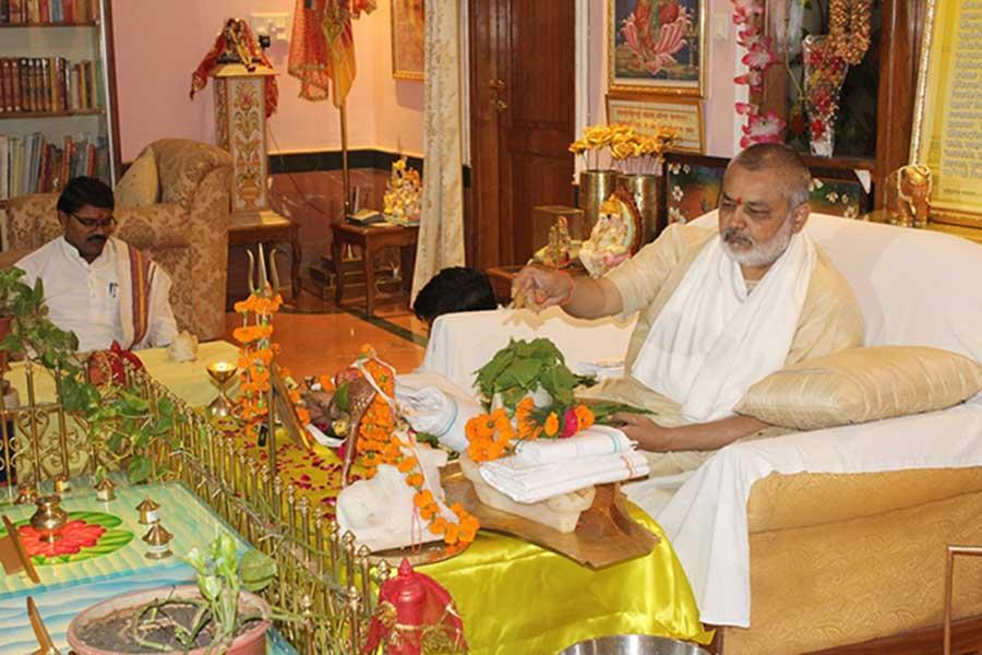 Rudrabhishek was performed by Brahmachari Girish Ji in presence of Vedic Pundits, staff and guests at Gurudev Brahmanand Sarawati Ashram, Bhojpur Road, Bhopal on second auspicious Shravan Somwar.