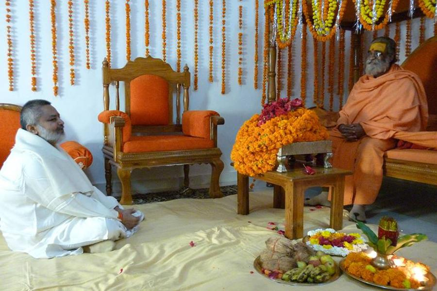 Brahmachari Girish Ji is receiving blessings of Anant Shri Vibhushit Jyotishpeethadheeshwar Shankaracharya Ji Maharaj Vasudevanand Saraswati, Badrikashram Himalaya.