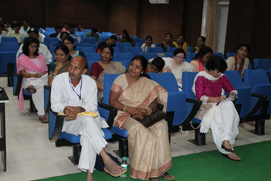 Brahmachari Girish Ji has given introductory talk on Transcendental