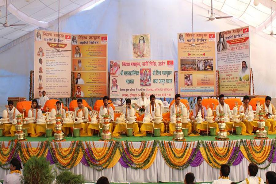 Brahmachari Girish Ji with Vedic Pandits on stage at Maharishi Shivir in Simhastha Kumbha 2016, Ujjain, Madhya Pradesh, India