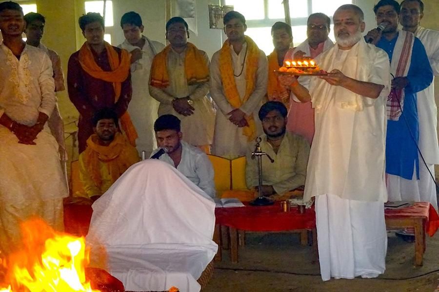Brahmachari Girish Ji is performing Aarti during completion of Lakshchandi Mahayagya.