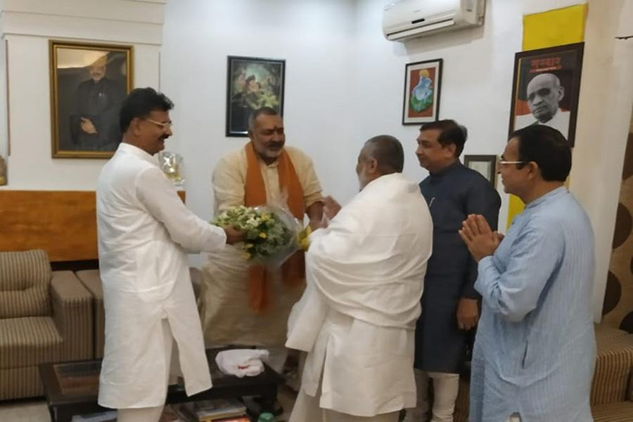 Brahmachari Girish Ji has visited Honourable Shri Giriraj Singh Ji and greeted him for his victory and grand victory of BJP and NDA.