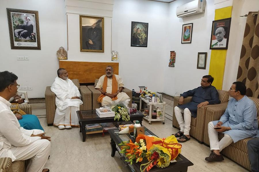 Brahmachari Girish Ji has visited Honourable Giriraj Singh Ji and greeted him for his victory and grand victory of BJP and NDA.