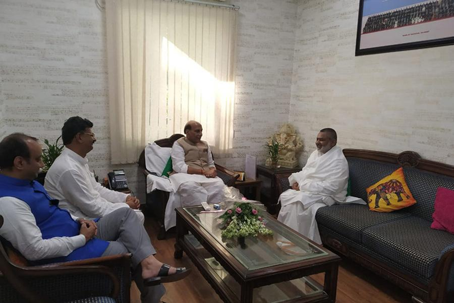 Brahmachari Girish Ji has visited Honourable Shri Rajnath Singh Ji and greeted him for his victory and grand victory of BJP and NDA.