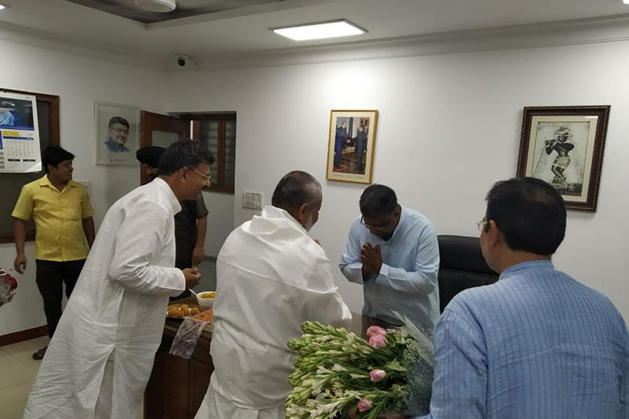 Brahmachari Girish Ji has visited Honourable Shri Ravi Shankar Prasad Ji and greeted him for his victory and grand victory of BJP and NDA.