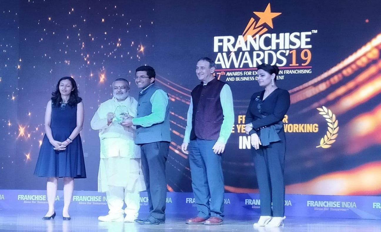 Brahmachari Girish Ji presenting awards at FRANCISE INDIA 2019 award ceremony to winners in different categogries, New Delhi.