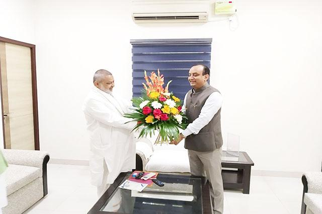 Brahmachari Girish ji has greeted Shri Sudhanshu Trivedi newly elected member of Rajya Sabha and national spoke person of BJP.