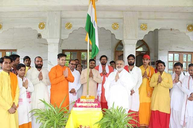 Brahmachari Girish Ji has hoisted national flag today in presence of Vedic Scholars and staff on the auspicious occasion of Independence Day at Gurudev Brahamanand Saraswati Ashram, Bhopal.